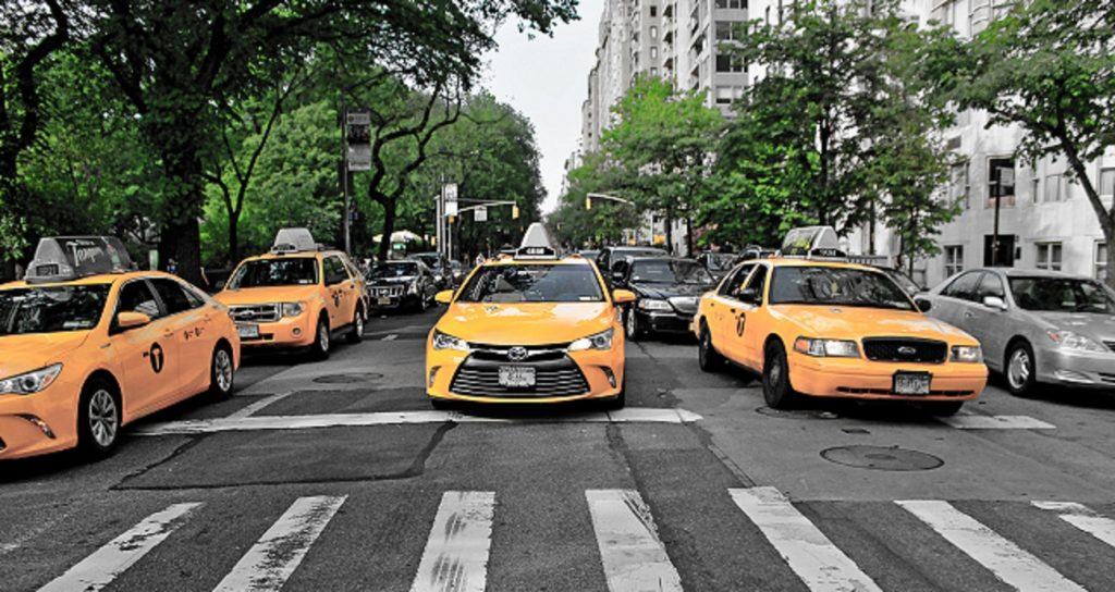 new york taxis in street